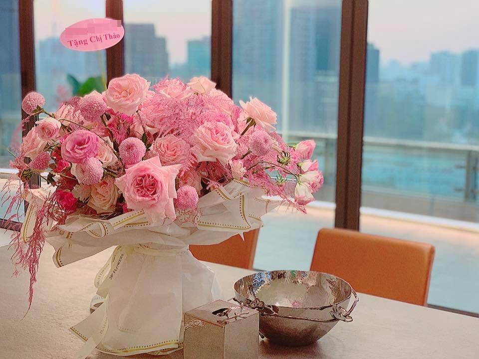 Chỉ một bó hoa, Shark Khoa khiến fans xốn xang trước thông tin hẹn hò với ca sĩ Bích Phương-3