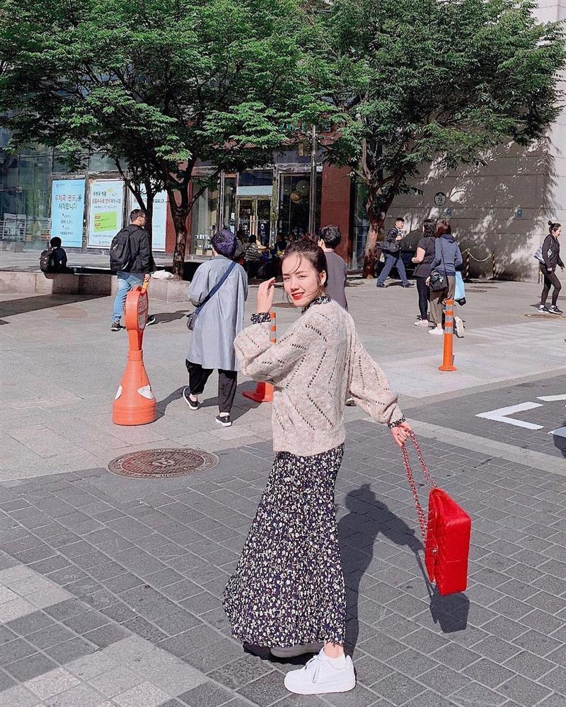 Thúy Vi tự tin phô trương eo thon ngực khủng - Hòa Minzy khoe street style chất lừ ở Paris-1