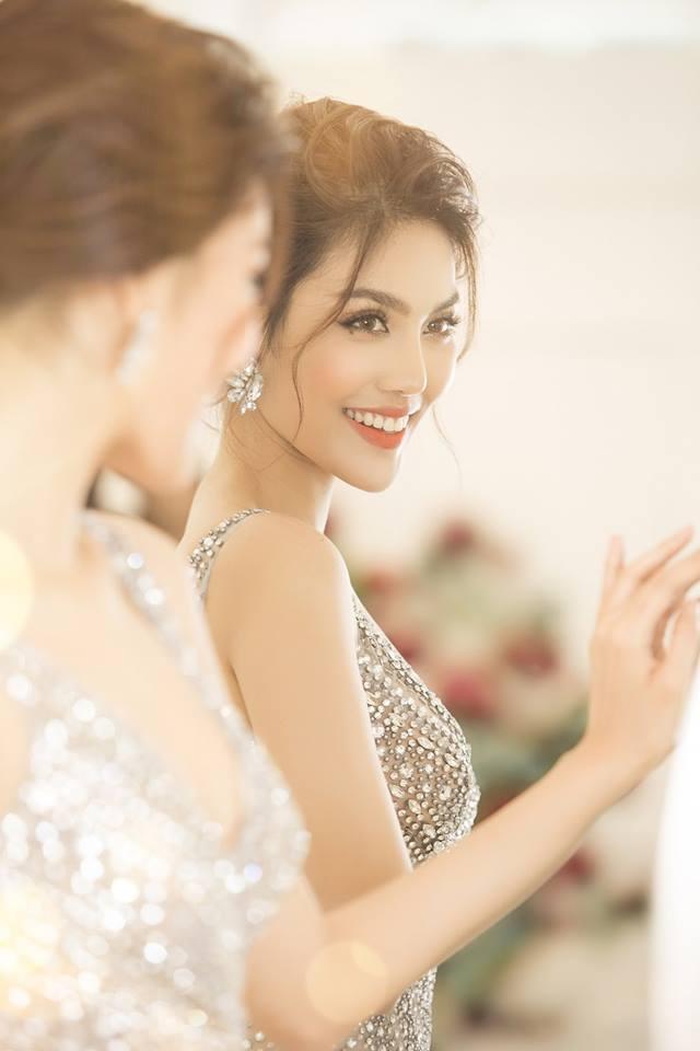 Lan Khuê 2 ngày trước khi làm cô dâu: Lộ diện những mẫu váy cưới siêu gợi cảm chỉ Hoa khôi mới dám mặc-2