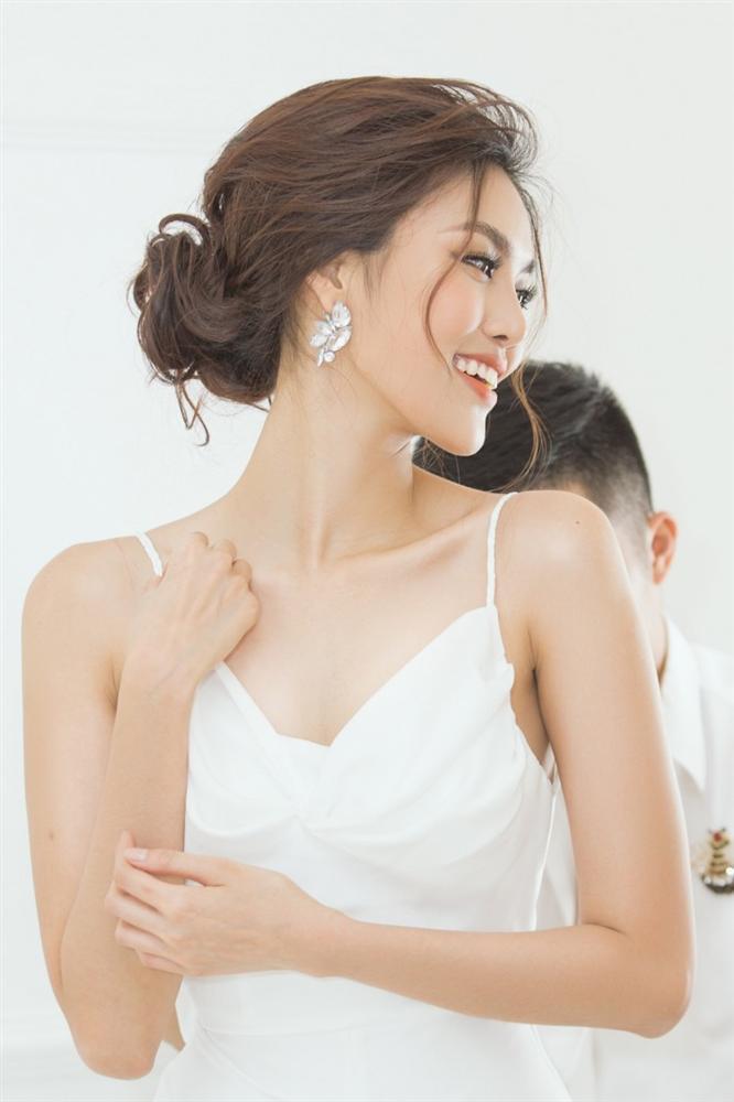 Lan Khuê 2 ngày trước khi làm cô dâu: Lộ diện những mẫu váy cưới siêu gợi cảm chỉ Hoa khôi mới dám mặc-6