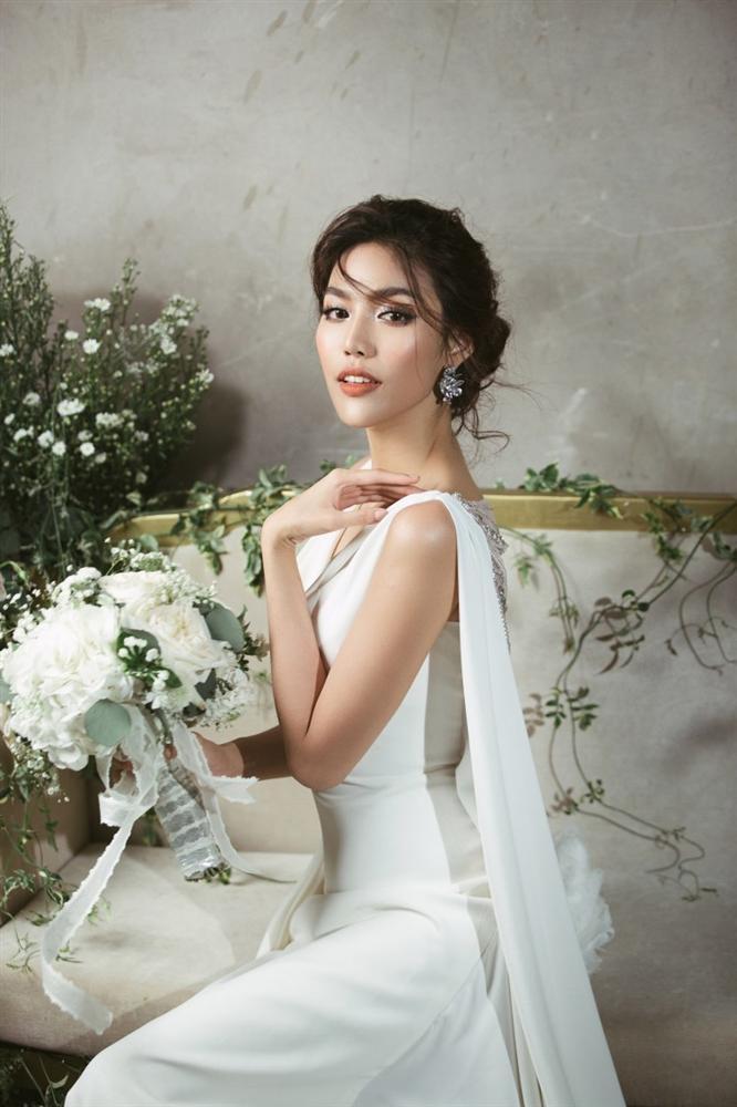 Lan Khuê 2 ngày trước khi làm cô dâu: Lộ diện những mẫu váy cưới siêu gợi cảm chỉ Hoa khôi mới dám mặc-7