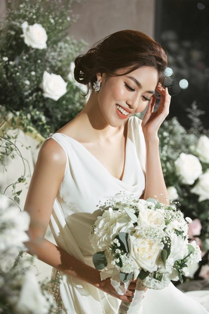 Lan Khuê 2 ngày trước khi làm cô dâu: Lộ diện những mẫu váy cưới siêu gợi cảm chỉ Hoa khôi mới dám mặc-8