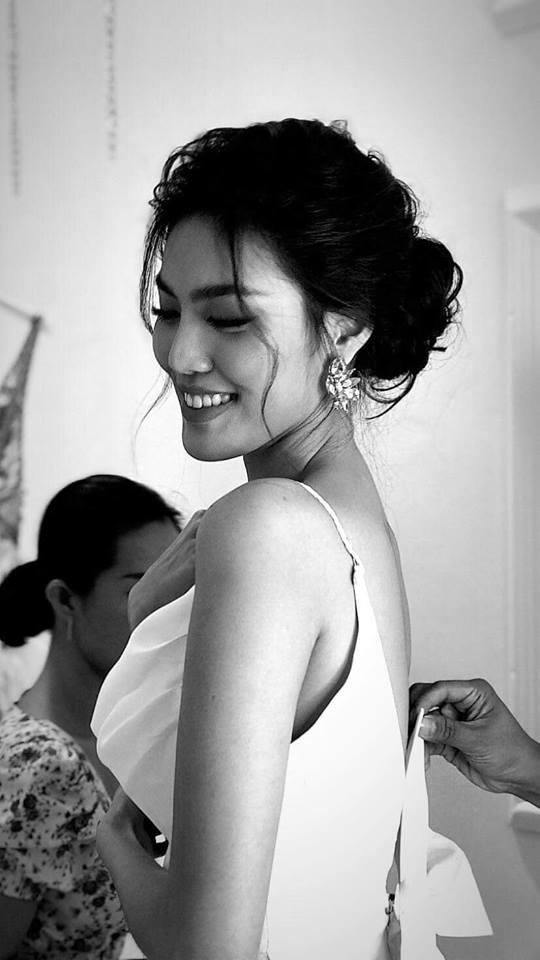 Lan Khuê 2 ngày trước khi làm cô dâu: Lộ diện những mẫu váy cưới siêu gợi cảm chỉ Hoa khôi mới dám mặc-4