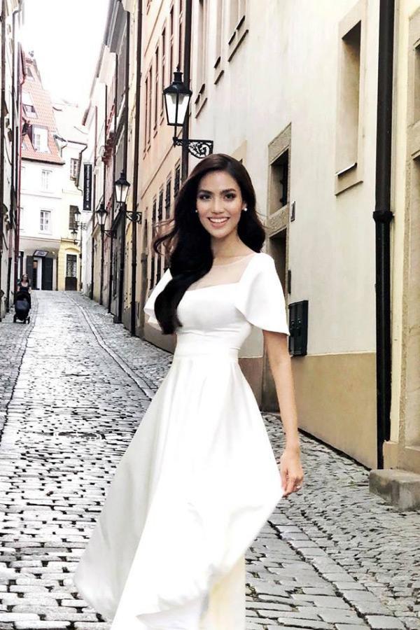 Lan Khuê 2 ngày trước khi làm cô dâu: Lộ diện những mẫu váy cưới siêu gợi cảm chỉ Hoa khôi mới dám mặc-12