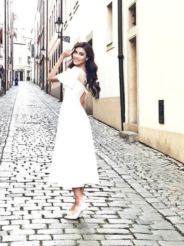Lan Khuê 2 ngày trước khi làm cô dâu: Lộ diện những mẫu váy cưới siêu gợi cảm chỉ Hoa khôi mới dám mặc-13