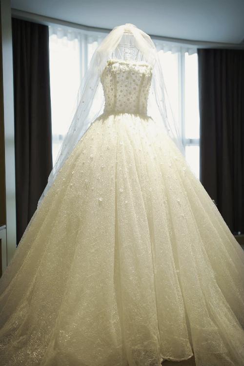 Những chiếc váy cưới đẹp như cổ tích của 5 cô dâu đình đám nhất showbiz Việt năm 2018-13