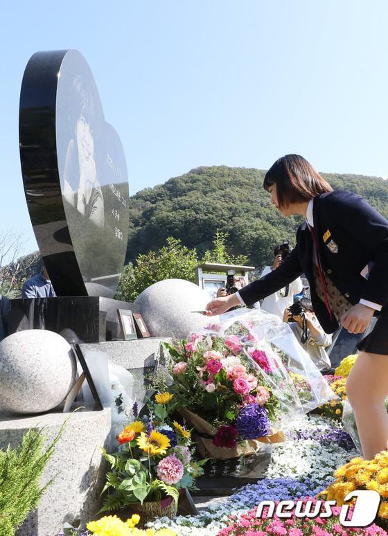 Kỷ niệm 10 năm ngày Choi Jin Sil tự tử: Hai con đã trưởng thành và bước qua nỗi đau mất mẹ-8