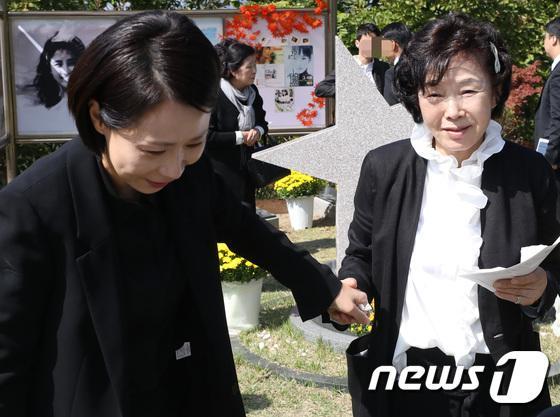 Kỷ niệm 10 năm ngày Choi Jin Sil tự tử: Hai con đã trưởng thành và bước qua nỗi đau mất mẹ-11