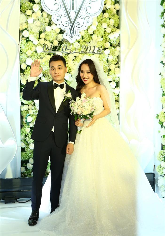 Những chiếc váy cưới đẹp như cổ tích của 5 cô dâu đình đám nhất showbiz Việt năm 2018-14