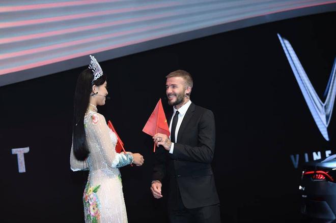 Mỹ nhân Việt nào sở hữu nhan sắc xứng đôi nhất khi chụp hình cùng cựu danh thủ David Beckham?-4