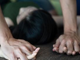 Hà Nội: Gã đàn ông có vợ nhiều lần hiếp dâm bé gái 12 tuổi