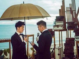 Bộ ảnh cưới đẹp như phim điện ảnh của cặp đôi đồng tính ví như bước ra từ thế giới đam mỹ