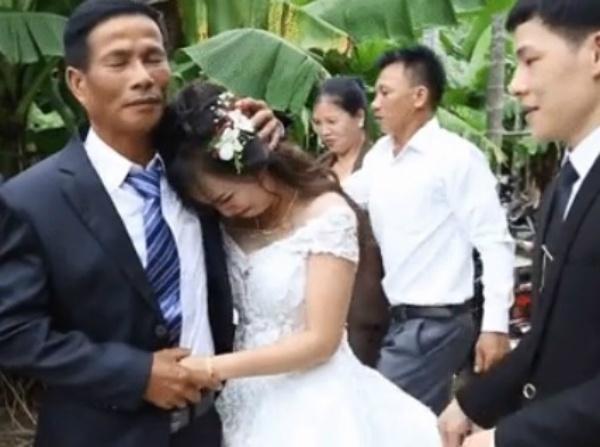 Cô dâu trẻ CƯỜI NHƯ NẮC NẺ nhớ lại màn tiễn nhà gái ra về bá đạo trong ngày cưới-1