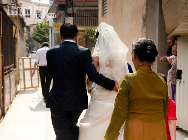 Cô dâu trẻ CƯỜI NHƯ NẮC NẺ nhớ lại màn tiễn nhà gái ra về bá đạo trong ngày cưới-2