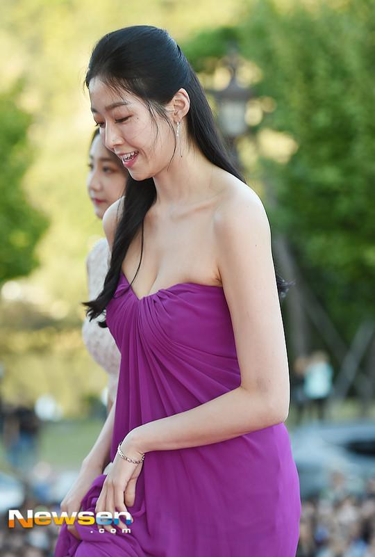 Tân Hoa hậu Hàn Quốc mặc xấu trên thảm đỏ gây tranh cãi-3