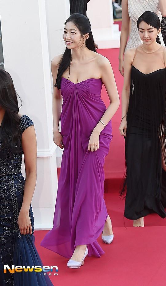 Tân Hoa hậu Hàn Quốc mặc xấu trên thảm đỏ gây tranh cãi-4