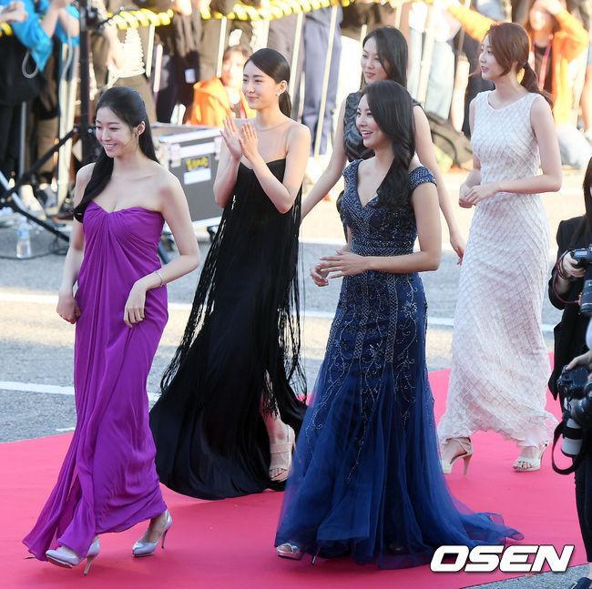 Tân Hoa hậu Hàn Quốc mặc xấu trên thảm đỏ gây tranh cãi-5