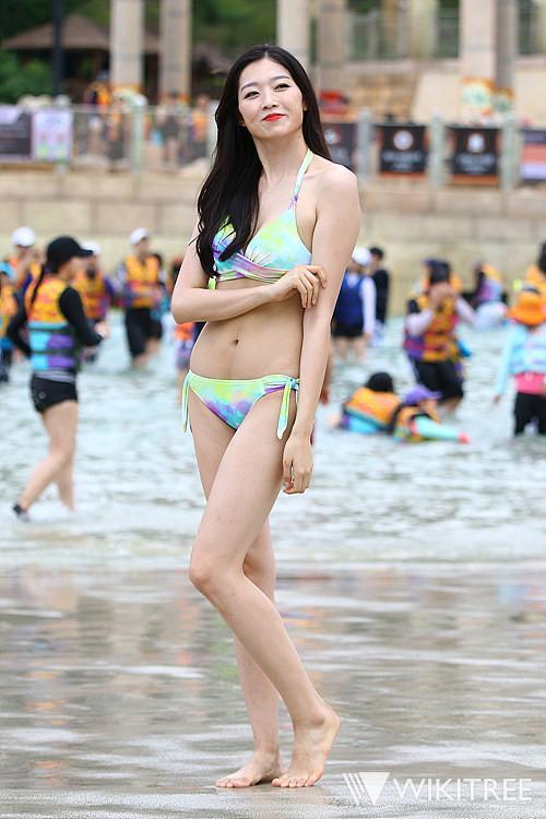 Tân Hoa hậu Hàn Quốc mặc xấu trên thảm đỏ gây tranh cãi-8