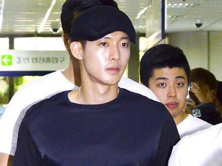 Những vụ bê bối rúng động showbiz Hàn trong 20 năm qua