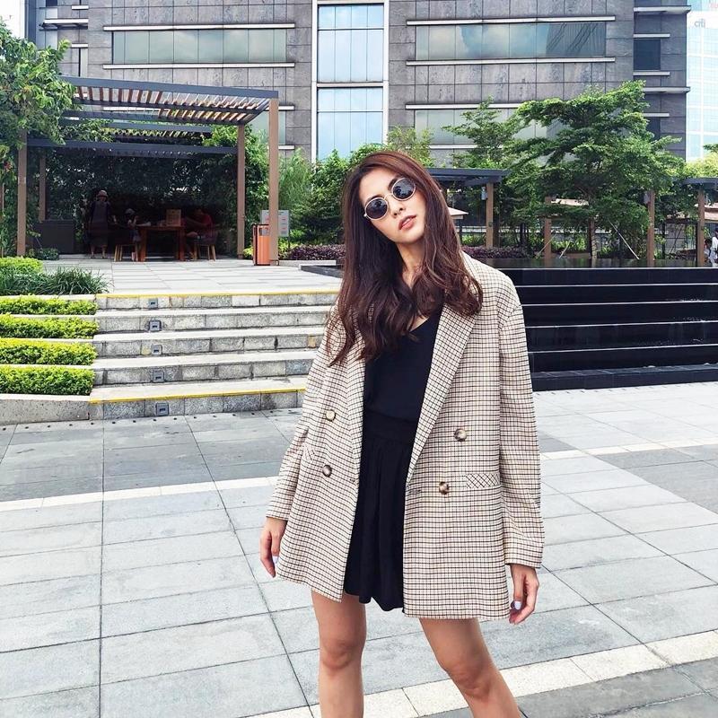 Nhã Phương - Trường Giang diện đồ đôi tình tứ, Đỗ Mỹ Linh bất ngờ khoe street style gợi cảm khi hết nhiệm kì Hoa hậu-5