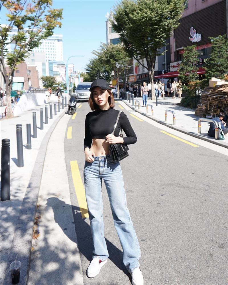 Nhã Phương - Trường Giang diện đồ đôi tình tứ, Đỗ Mỹ Linh bất ngờ khoe street style gợi cảm khi hết nhiệm kì Hoa hậu-1