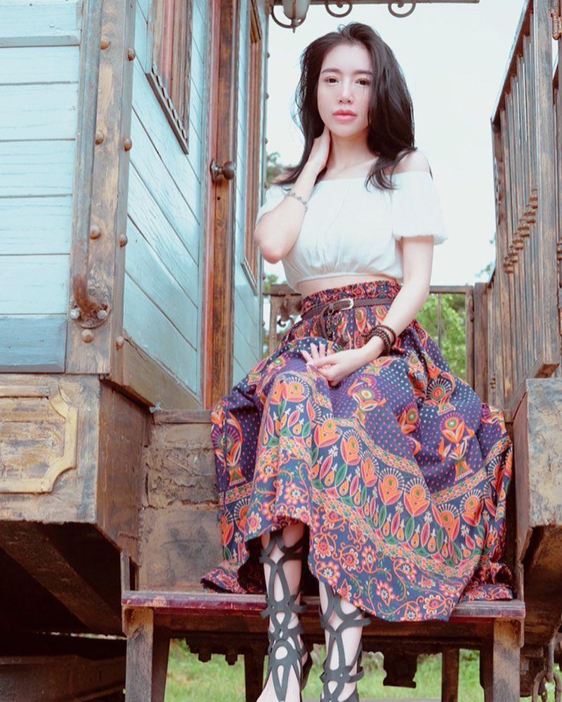 Bịt tai trước scandal bị bạn thân cạch mặt, Hoa hậu Kỳ Duyên an nhiên tận hưởng kỳ nghỉ bên trời Tây-5
