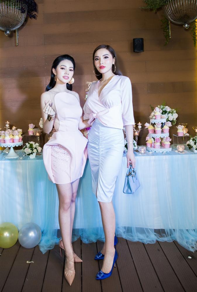 Bịt tai trước scandal bị bạn thân cạch mặt, Hoa hậu Kỳ Duyên an nhiên tận hưởng kỳ nghỉ bên trời Tây-1