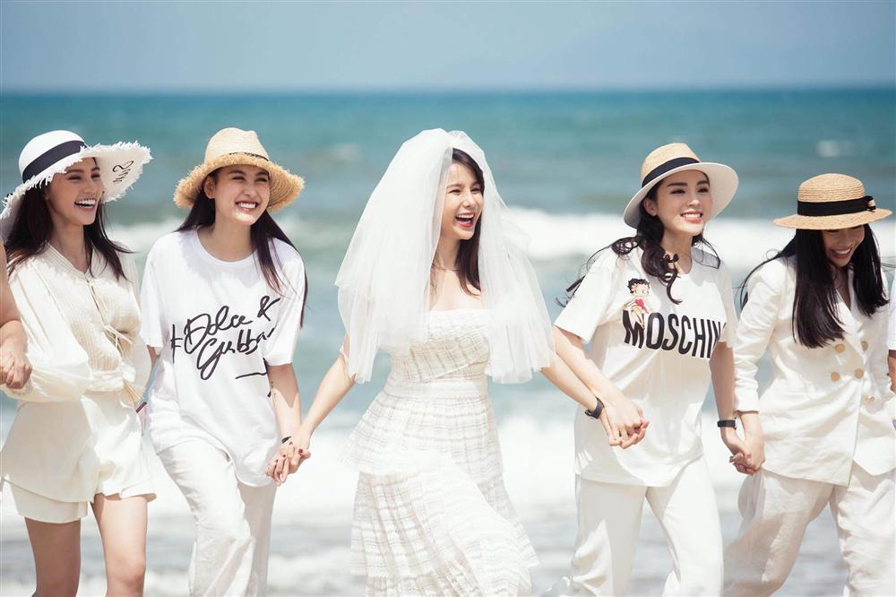 Jolie Nguyễn phát ngôn bất nhất về thông tin chị chị em em cũng tan đàn với Hoa hậu Kỳ Duyên-1