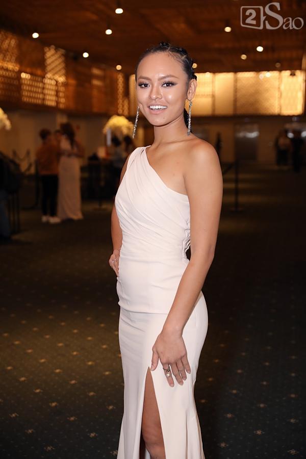 Đám cưới Lan Khuê nhưng đây mới là những khách mời lọt vào tâm điểm chú ý vì trang phục, make up sai quá sai-6