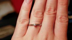Làm bẽ mặt chồng sắp cưới vì chiếc nhẫn gắn kim cương quá nhỏ