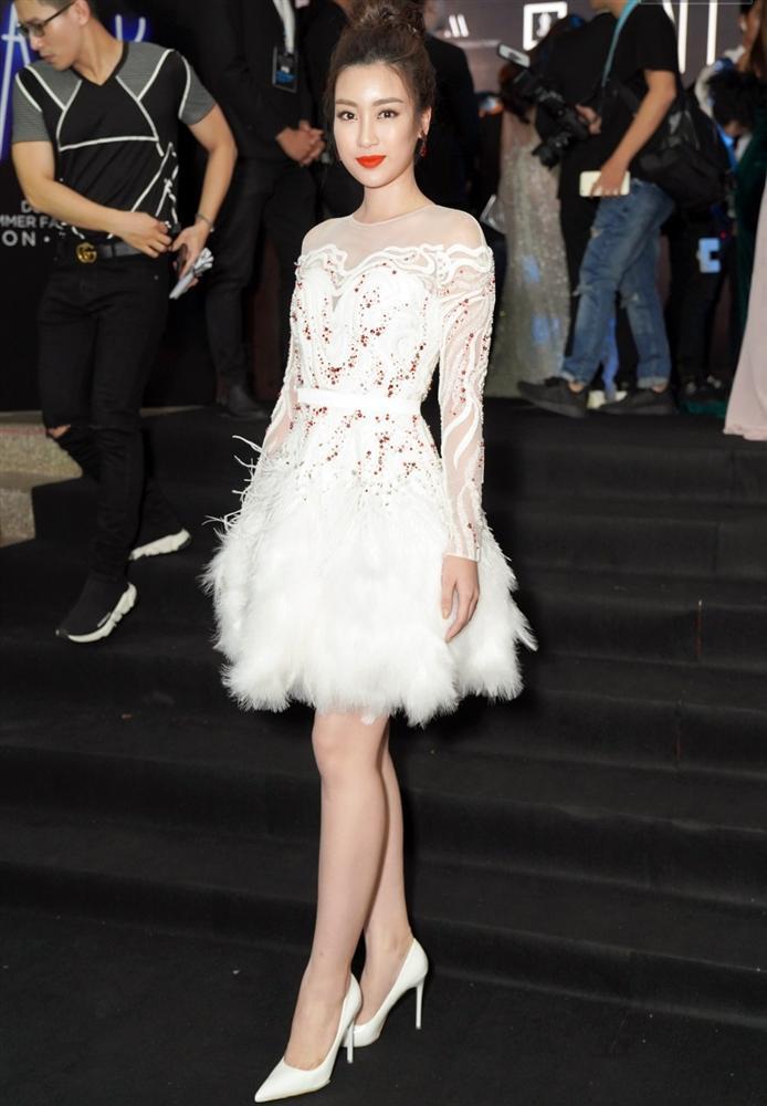 Cùng chặt chém trong mẫu váy thiên nga, Đỗ Mỹ Linh vượt mặt Quỳnh Thư nhờ layout trang điểm tươi tắn-4