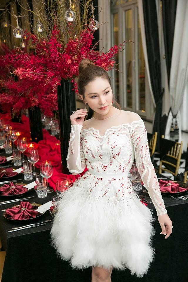 Cùng chặt chém trong mẫu váy thiên nga, Đỗ Mỹ Linh vượt mặt Quỳnh Thư nhờ layout trang điểm tươi tắn-3