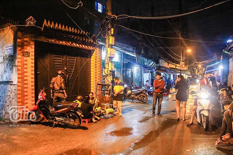 Gánh đậu hũ đêm gần 30 năm ở Sài Gòn, nắng, mưa, khuya khoắt vẫn nườm nượp người chờ ăn-1