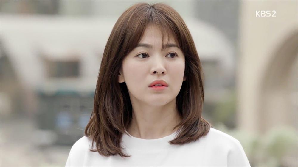 Nhan sắc nữ chính 3 phiên bản Hậu duệ mặt trời: Khả Ngân lép vế trước Song Hye Kyo và siêu mẫu xứ Đài-2