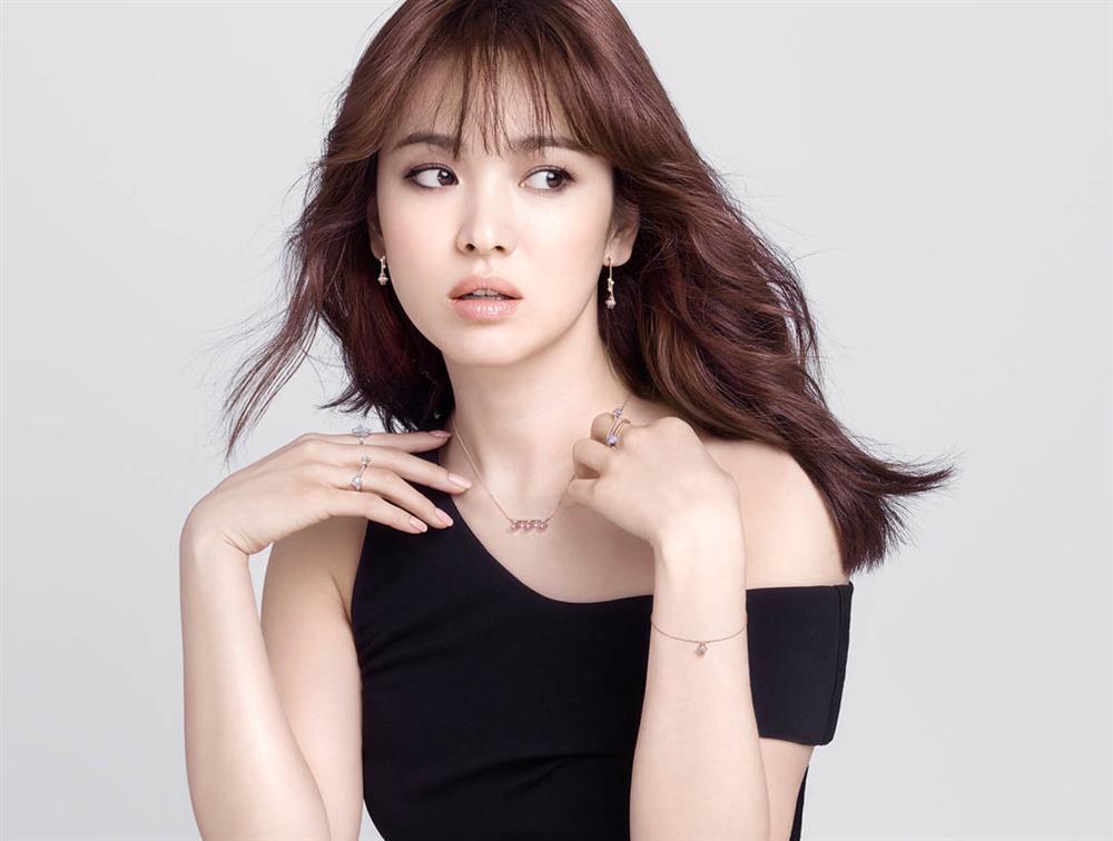 Nhan sắc nữ chính 3 phiên bản Hậu duệ mặt trời: Khả Ngân lép vế trước Song Hye Kyo và siêu mẫu xứ Đài-4