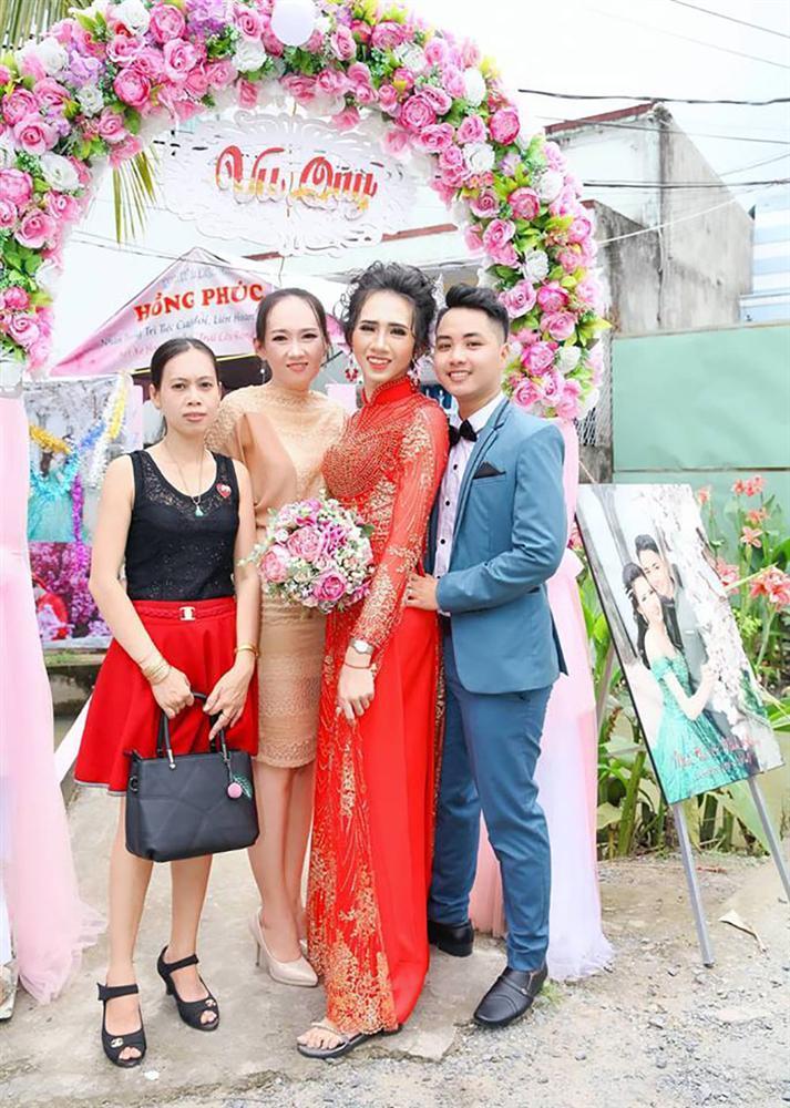 Đám cưới đặc biệt của cặp đôi cô dâu NAM, chú rể NỮ gây xôn xao cộng đồng LGBT-5