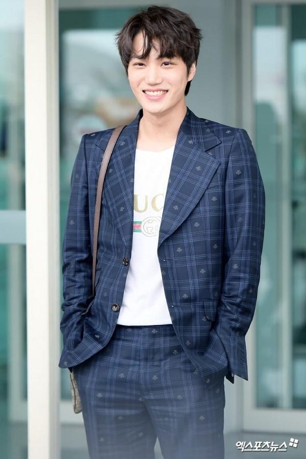 BTS, Joy và loạt sao Hàn gợi ý phong cách thời trang sân bay ấn tượng cho mùa thu-7