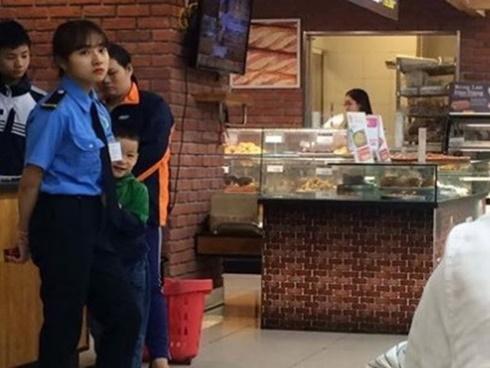 Nữ bảo vệ xinh đẹp ở Nghệ An sợ hãi khi bị đăng ảnh lên mạng-7