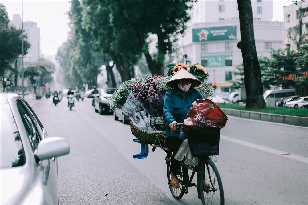 Khoảnh khắc yên bình trong tiết thu Hà Nội ngày cuối tuần-3