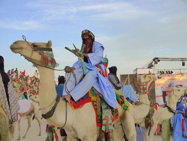 Mùa đông sang châu Phi tránh rét với những lễ hội siêu độc này-1