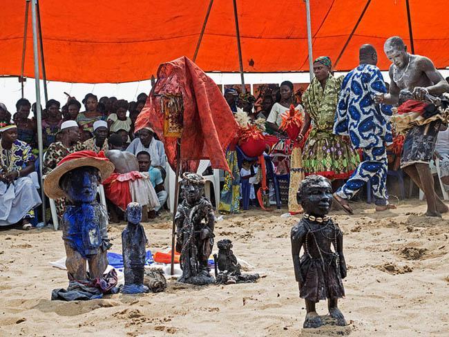 Mùa đông sang châu Phi tránh rét với những lễ hội siêu độc này-4