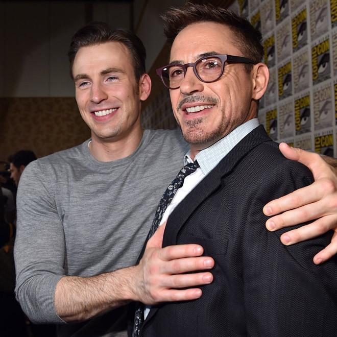 Phản ứng xúc động của Iron Man khi Captain America rời MCU-2