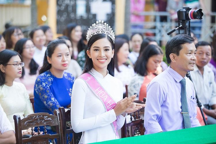 Hoa hậu Việt đăng quang năm 2018: Người phủ sóng truyền thông, kẻ lặn mất tăm khỏi showbiz-8