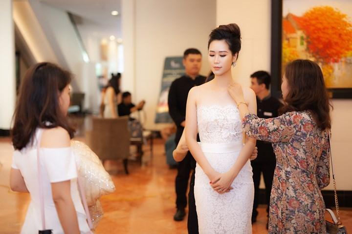 Hoa hậu Việt đăng quang năm 2018: Người phủ sóng truyền thông, kẻ lặn mất tăm khỏi showbiz-23