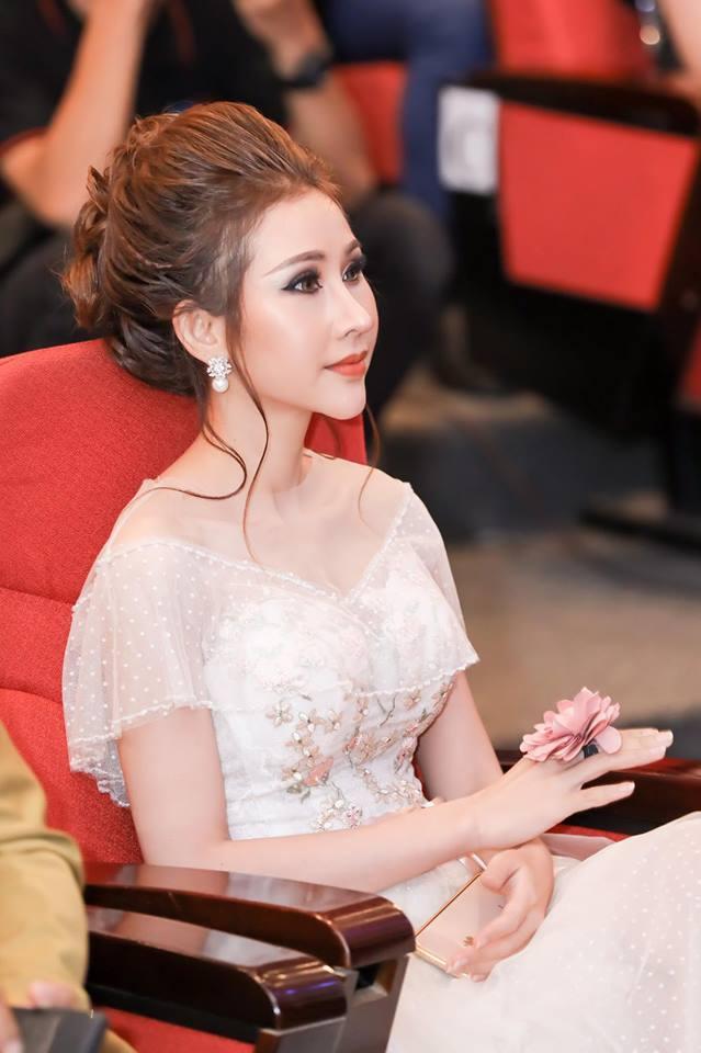 Hoa hậu Việt đăng quang năm 2018: Người phủ sóng truyền thông, kẻ lặn mất tăm khỏi showbiz-25