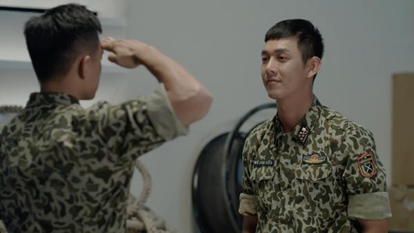 Hậu duệ mặt trời Việt Nam: Bất chấp nguy hiểm, Song Luân bảo vệ Khả Ngân hoàn thành nhiệm vụ cứu người-9