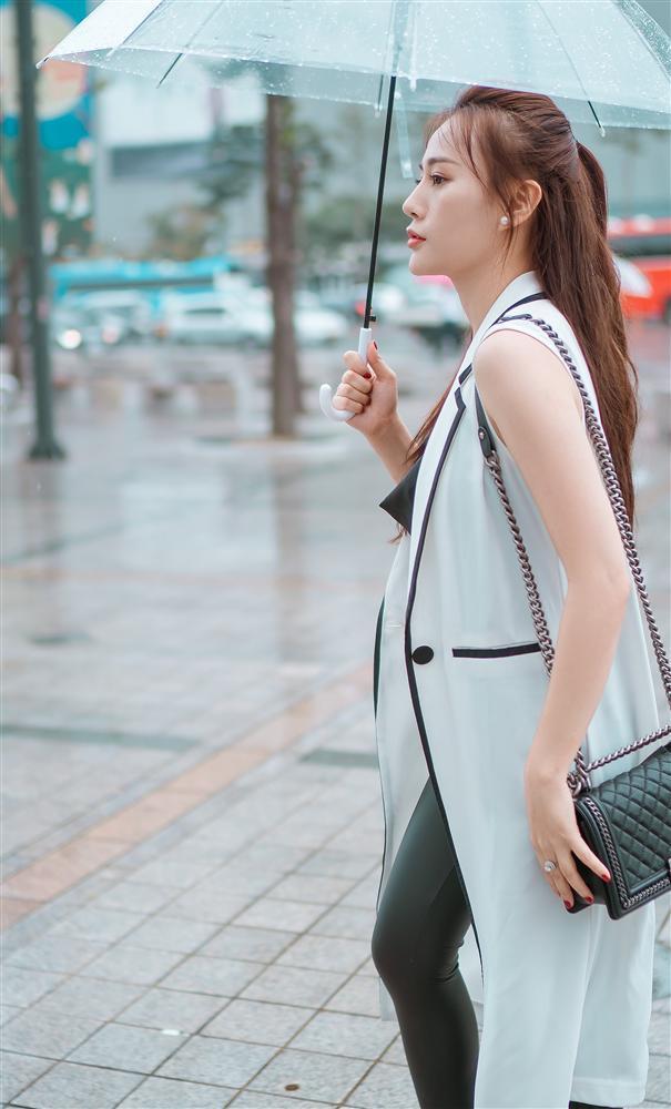 Khác hẳn vẻ quê mùa trên phim, Phương Oanh Quỳnh Búp Bê khoe style cá tính chất lừ ở Hàn Quốc - ảnh 5