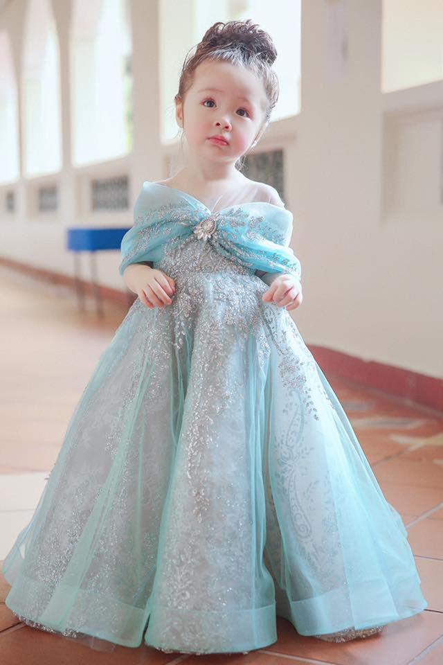 Mới 4 tuổi nhưng công chúa nhỏ của Elly Trần bắn tiếng Anh người lớn còn phải học hỏi-4