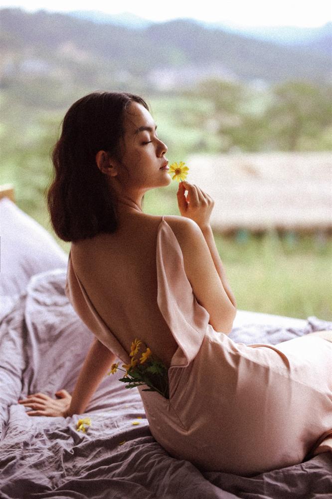 Những lần lên đồ gợi cảm cực kì hiếm hoi của mẹ hai con Phạm Quỳnh Anh - ảnh 3