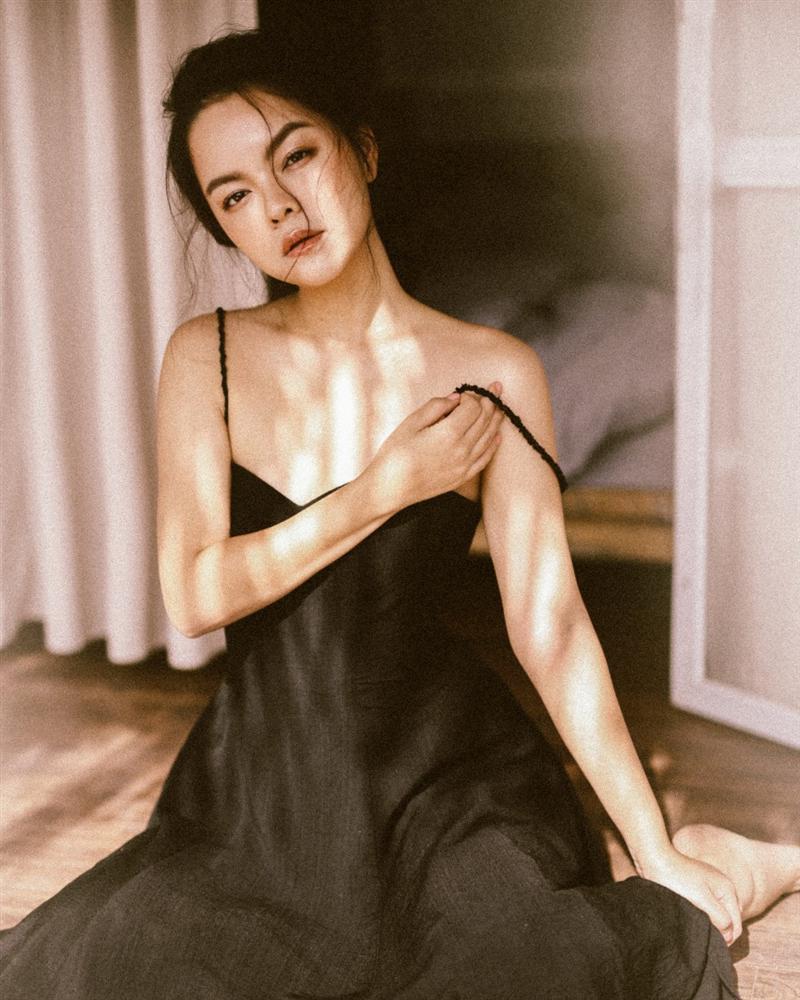 Những lần lên đồ gợi cảm cực kì hiếm hoi của mẹ hai con Phạm Quỳnh Anh - ảnh 5